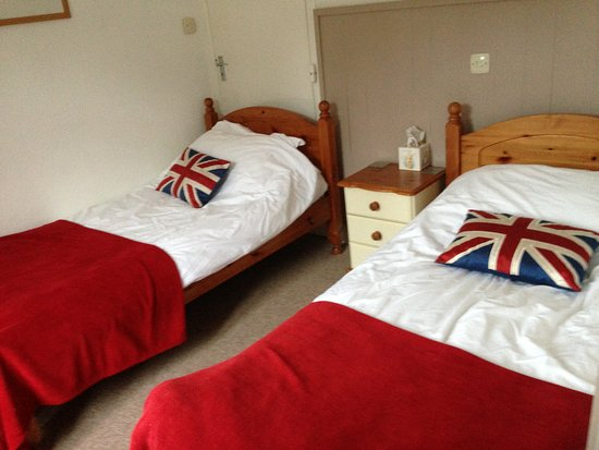 Marine Court Hotel: Single bed family suite room 2