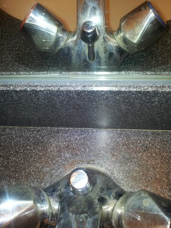 Crowne Plaza London - Kings Cross: Bathroom tap stained - unable to rub off