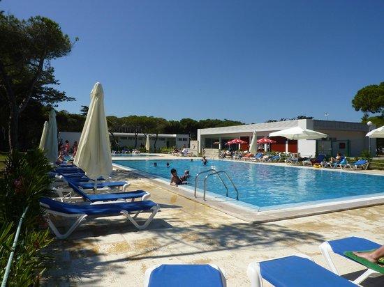 Orbitur Guincho: piscine du camp