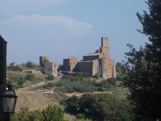 Church of San Pietro: san pietro tuscania - panoramica da v. roma
