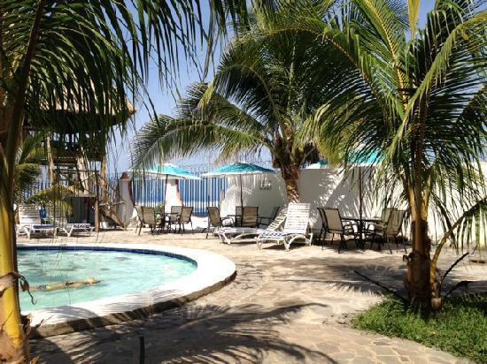 Photo 4 Sabas Beach Resort