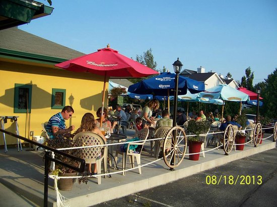 Arroyo Bay Grill: outside seating