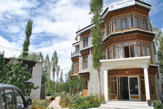 Reenam Hotel: front view