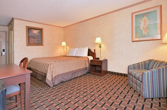 Super 8 Maumee Perrysburg Toledo Area: King Bed