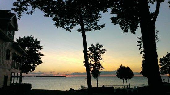 Westwood Shores Waterfront Resort: Beautiful sunset views