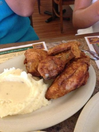 Mrs. Knott's Chicken Dinner Restaurant : fried chicken