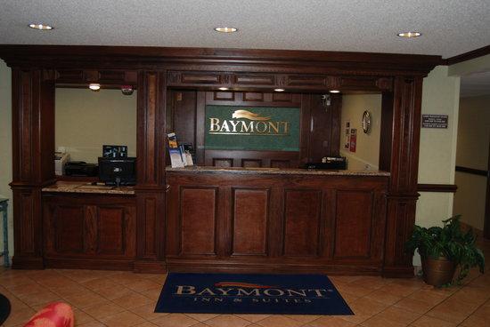 Baymont Inn & Suites Bridgeport/Frankenmuth: Front Desk