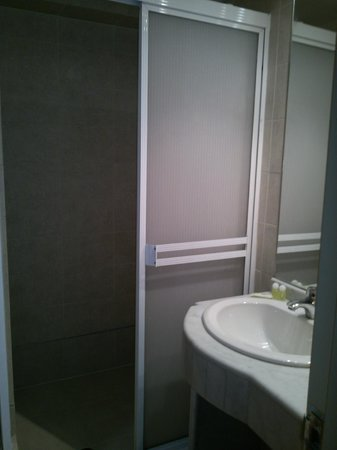 Hotel Coliseo: vista baño