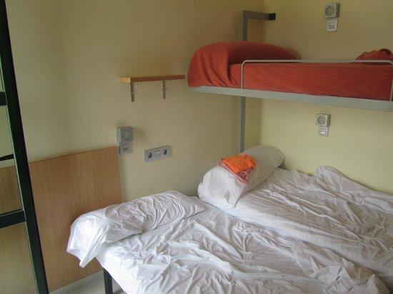 Albergue Inturjoven Algeciras-Tarifa: Dormitorio triple