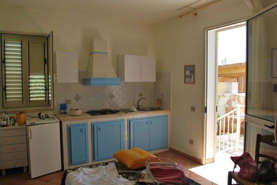 soggiorno e angolo cottura - Foto di Le villette di Cala Madonna ...