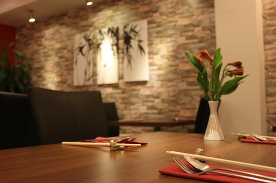 Ken's Beijing: New welcoming and warm restaurant interior