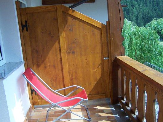 L'Hotel Crepes de Sela: Balconcino con sedia a sdraio