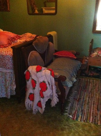 Enchanted Nights B&B : bedroom cluttered with rugs, sheets, old pillows
