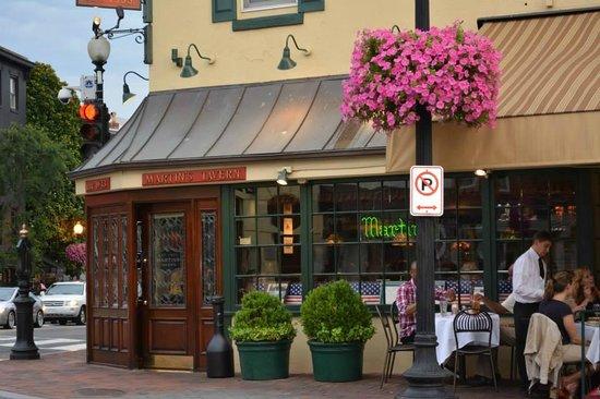 Martin's Tavern: Facade