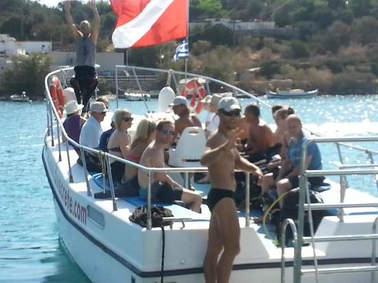 Pelagos Dive Centre: A frequent sight of a full boat