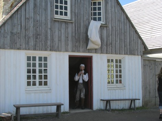 Fortress of Louisbourg National Historic Site: musician in costume