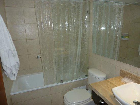 Premium Tours & Lodging Providencia: baño