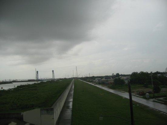 Hurricane Katrina Tour - America's Greatest Catastrophe : the levy