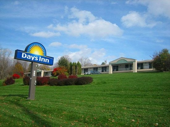 Days Inn - Lenox MA: Exterior View