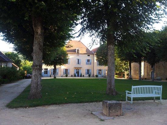 Chateau de Barbirey: entree