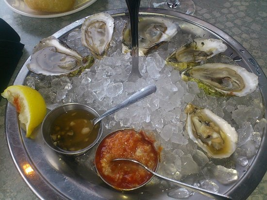 Legal Sea Foods: Selection of fresh oysters on ice