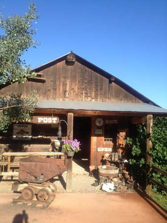 North Fork Ranch : The general store