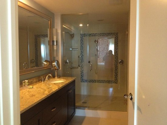 Marriott's Oceana Palms: master bath with huge shower