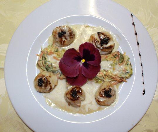 Chez Arlette : noix de saint jacques au caviar d aquitaine