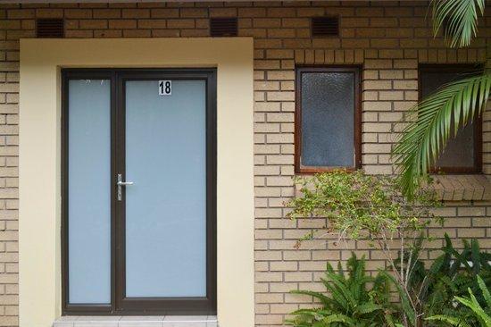 سانت لوسيا سفاري لودج: New Front Doors for Units 1-18, this is Room 18