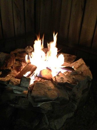 O'Leary's Beach Retreat Cottages: Firepit