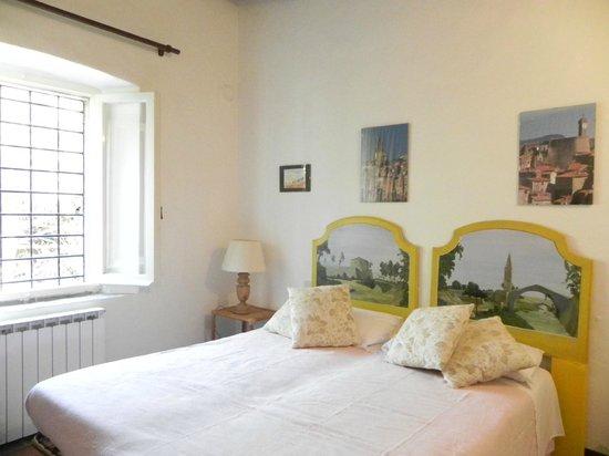 Vignagrande: una delle camere da letto nel casale a 1,5 km da Saturnia