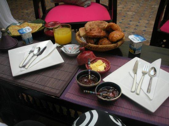 Riad Libitibito: Petit-déjeuner dans le patio