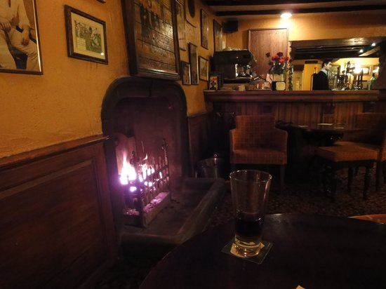 George & Dragon Hotel: lovely open fire