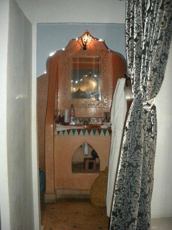 Riad Libitibito: Salle de bain suite Khmissa