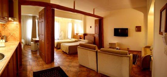 Chehel Panjereh Hotel : Small Two-bedroom Suite