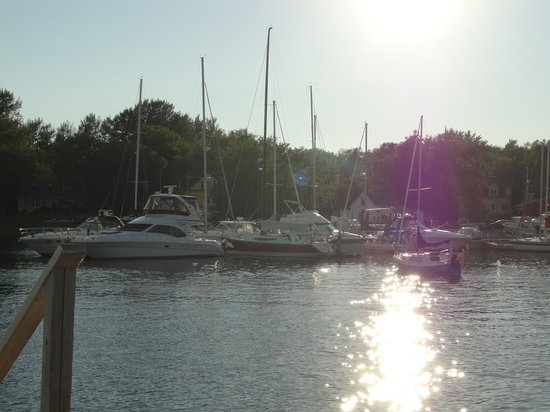 Baddeck Heritage House Bed and Breakfast: Sunset view of marina