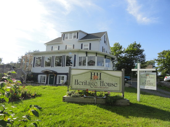 Baddeck Heritage House Bed and Breakfast: Baddeck Heritage House B & B