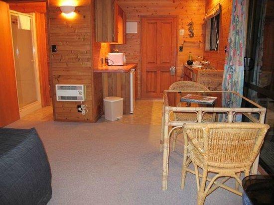 Pacific Harbour Lodge: View towards door