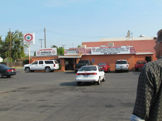 Lalo's Restaurant: Parking lot view