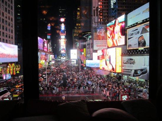 room photo 1 renaissance new york times square hotel. Black Bedroom Furniture Sets. Home Design Ideas