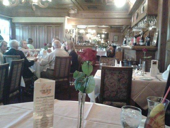 Elizabeth's Chalet Restaurants: Guest room