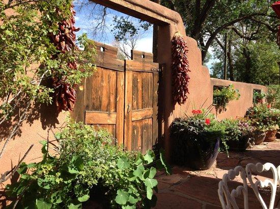 El Paradero Bed and Breakfast Inn: PATIO AT EL PARADERO