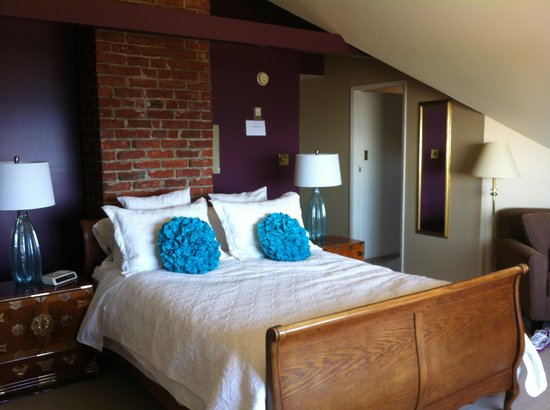 Dashwood Manor Seaside Bed and Breakfast Inn : The Camelot bedroom