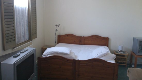 Grayling House Bed & Breakfast: Room with shared facilities: partial view
