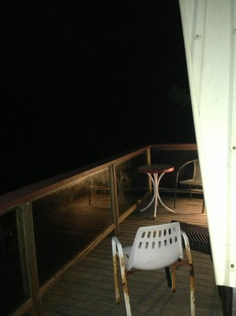 Base Backpackers Magnetic Island: Room door/ balcony