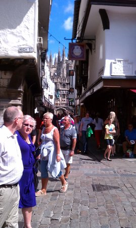 Canterbury Guided Tours: Street scene, Cathedral in background