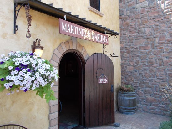 ‪Martinez & Martinez Winery‬