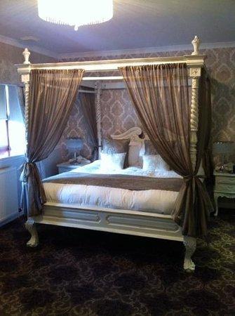 Dalziel Park Hotel & Golf Club: bedroom