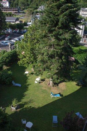 Grand Hôtel Le Mont Dore : Garden