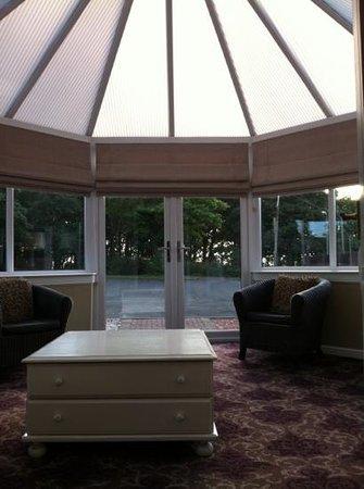 Dalziel Park Hotel & Golf Club: conservatory off bedroom!